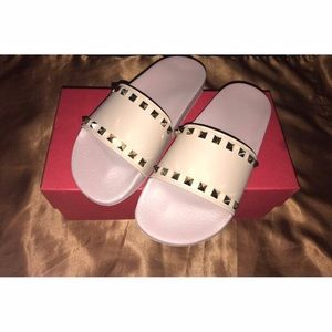NEW Authentic Valentino Rockstud Slides